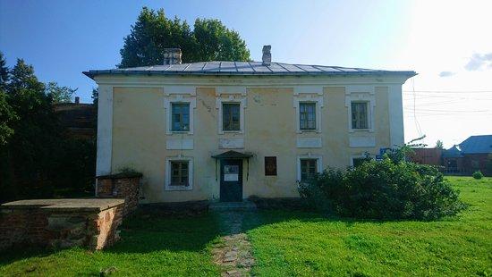 Десятинный монастырь. Настоятельский корпус постройки конца 18 века.