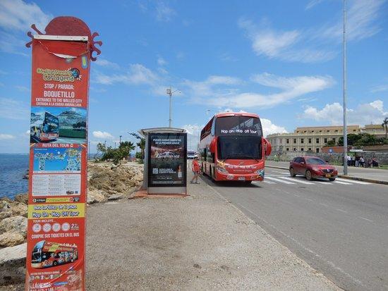 City Tour Hop On Hop Off Cartagena - Bus Turistico de 2 pisos: Parada de visita a la casa de Gabriel Gaccía Marquez