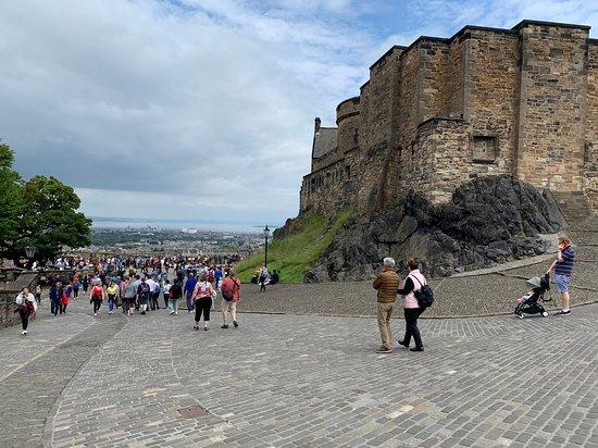 Edinburgh Castle Entrance Ticket: walls