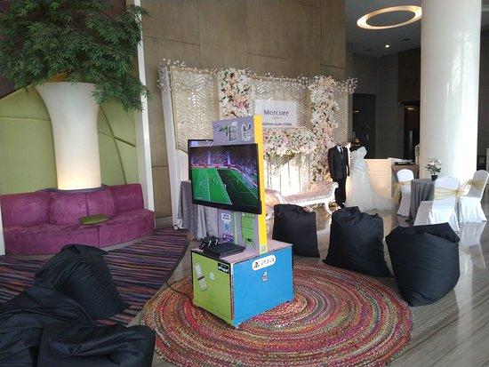 Lobby dengan PS 4 enak untuk bersantai