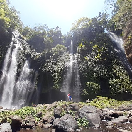 ‪Fiji and sekumful waterfall trekking‬