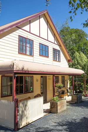 Gracefield Cottage (Self contained private 2 bedroom cottage)