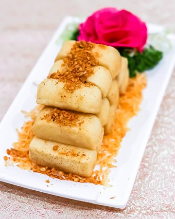 These bite-sized tofu boasts a silky, melt-in-your-mouth interior, enveloped within a crispy skin. It is topped with fragrant fried garlic and other spices. So addictive!
