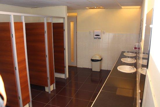 Juli, Peru: Servicios higiénicos, con todas las comodidades.