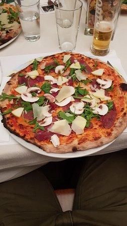 Pizza con carpaccio di cervo... semplicemente eccezionale!
