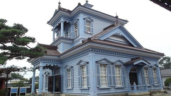 鶴岡警察署庁舎