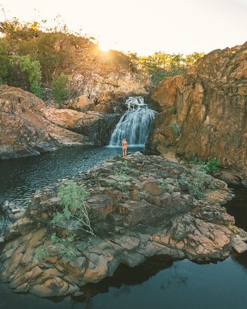 Edith Falls, located on the western side of Nitmiluk National Park (Katherine Gorge) and just a 60 kilometre drive north of Katherine along the Stuart Highway. Enjoy a refreshing dip in the pandanus fringed natural pool at the base of the falls.
