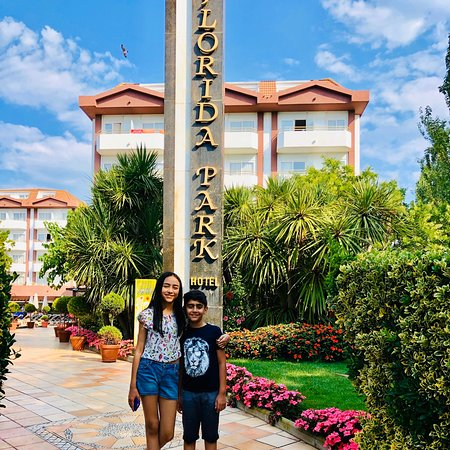 Santa Susanna, Spanyol: Thanks very much, it was amazing place in Spain , clean numbers, good food and kind service 👍pool was big and clean, hotel was near the sea. I really recommend!!!