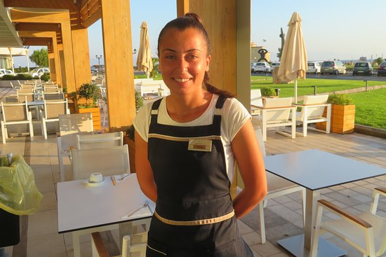 The waitress Fotini provided excellent service