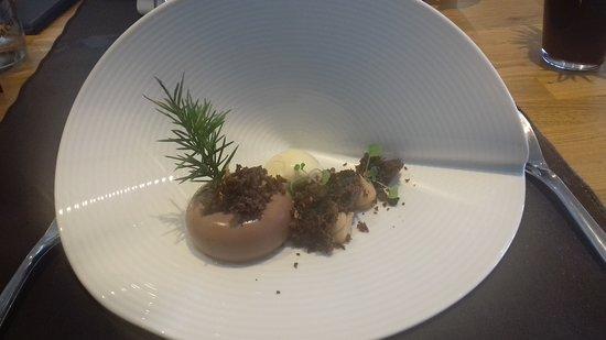Bouin, Fransa: Palet choco Kaoka et noisette grillée,glace à la sève de pin