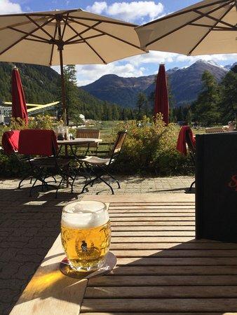 Bever, Schweiz: Ein frisches Qöllfrisch vorweg