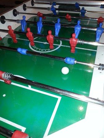 Torremezzo di Falconara, Ý: Calcio balilla, un gioco molto praticato da giovani e meno giovani nelle località marittime calabresi.