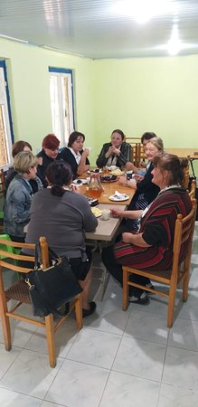 Khashuri, Georgië: Kvishkheti school board open school year in Green Mountains Gate Cafe