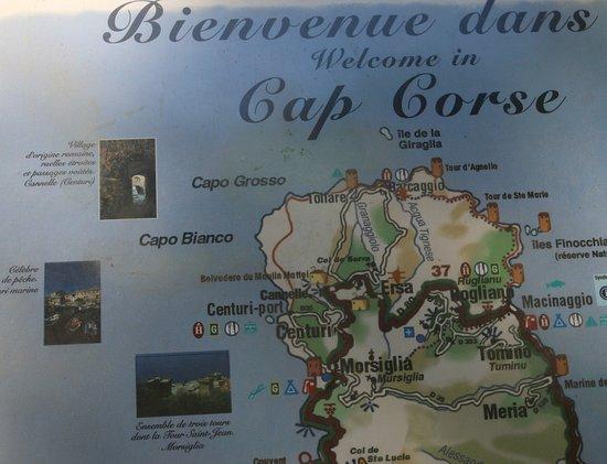 Au niveau historique, Gênes décide au XVIe Siècle de construire une tour à l'entrée du port dont les vestiges sont toujours visibles.  Pascal Paoli en 1757 fait de Centuri le port militaire de la nation Corse indépendante.  Ce port est reconnu comme le premier port de pêche français à la langouste rouge et à ce jour, Centuri est l'un des points les plus touristiques du Cap Corse sachant que sa population quadruple durant l'été.