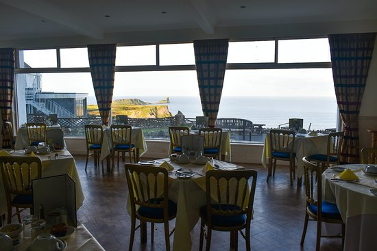 The breakfast room, with views of Worm's Head.