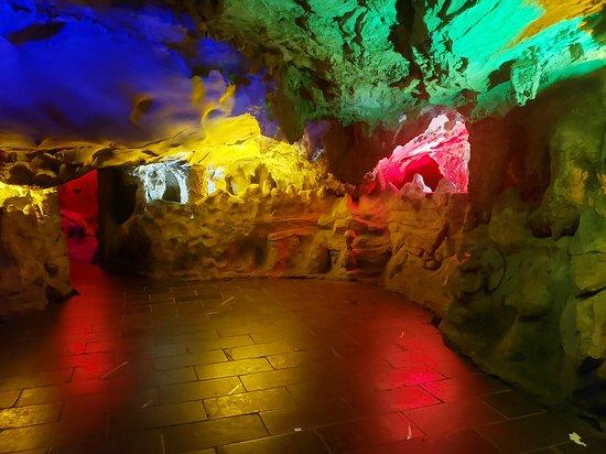 Zhangjiajie, dragon red flute cave