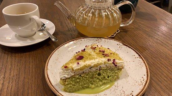 Green tea and dolce de leche and pistachio cake