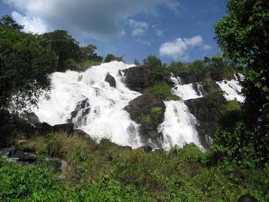 Pader, Uganda: Aruu falls is surely gifted with nature and good hike place.