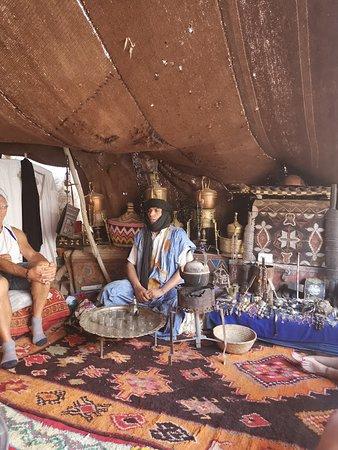 Tighmert, Marokko: Sous la tente ,le Thé