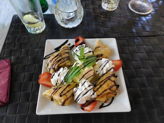 mon dessert : Enchilada de Manzana avec sa boule glacée vanille, un régal également