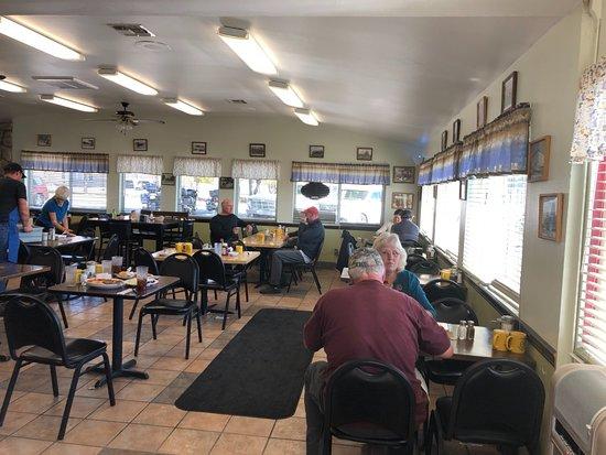 Alturas, Californie: Inside the Wagon Wheel Cafe