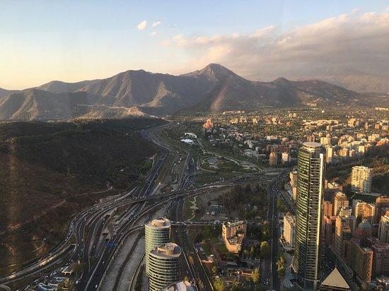 Ohne Anstehen: Sky Costanera-Eintrittskarte: A cidade de Santiago e a Cordilheira.