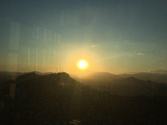 Ohne Anstehen: Sky Costanera-Eintrittskarte: Pôr do sol na Cordilheira dos Andes
