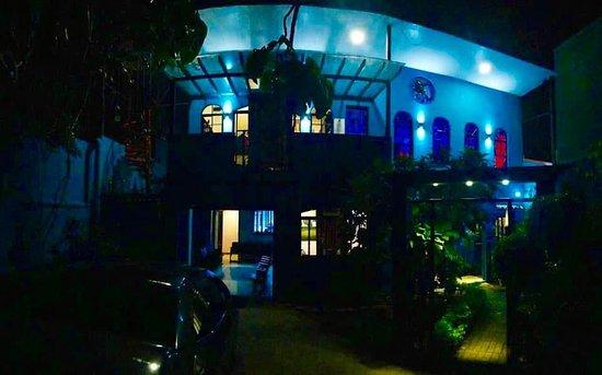 Frente de la Casa Museo Ave Fenix- Detrás del Taller del Artista