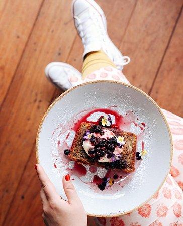 Berry banana bread with mascarpone and compote. Deliciiiiiiious