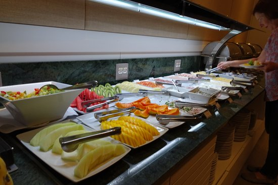 Breakfast buffet at Windsor California Hotel