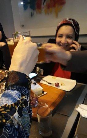 TCHIN TCHIN! Santé! Avec le thé offert par le restaurant Siganture, qui a marqué sa signature dans nos esprits...