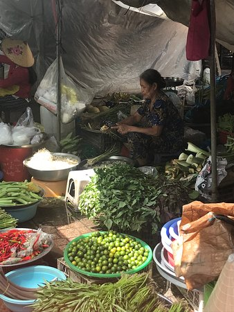 Full-Day Trip to Cai Be Village and Mekong Delta Boat Ride: Fresh food market