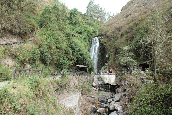 Peguche, Ecuador: vista de la cascada
