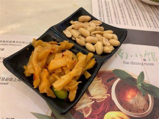小食 係酸菜+花生 酸菜酸酸辣辣好開胃 花生爽脆