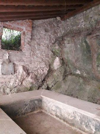 Santa Maria del Monte, Italia: La vasca del lavatoio