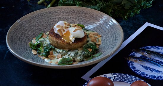 The Black Horse Thame: Salmon & smoked haddock fishcake: homemade fishcake with wilted spinach, kale & nutmeg in a cheddar cream sauce, free-range poached egg, toasted almonds
