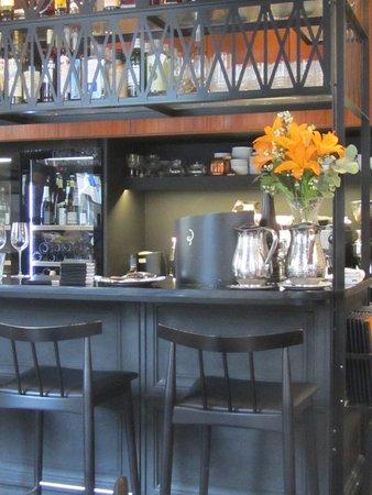Ravintola Vinkkeli: bar area
