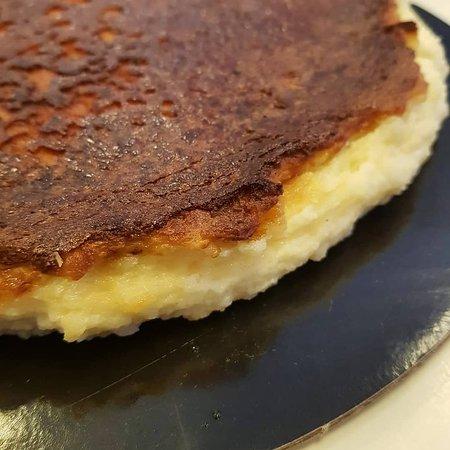 Tarta de queso, casera. plato de nuestro menú diario del día 11/10/19 realfood