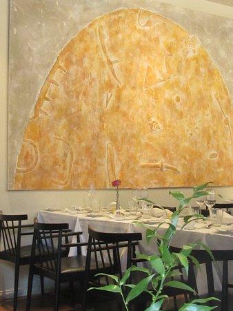 Ravintola Vinkkeli: sunny dining area