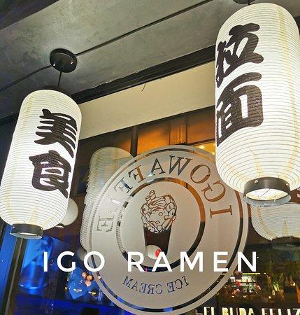 Cuando la magia, el arte y la historia de un país se reflejan en aire y papel 🏮  La decoración que forma nuestro restaurante hace que nuestros clientes sientan que se encuentran en nuestro continente, ayudando a ello el olor a comida asiática y de calle 👘🏯⛩