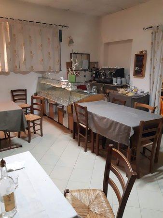 Ollolai, Italië: kitchen entrance