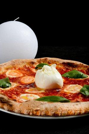 Pizza con ingredienti campani ZeroZero Firenze