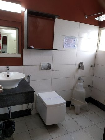 Neat and Clean bath rooms. Running hot and cold water available.