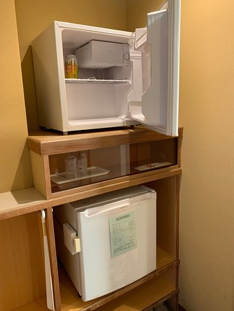 和室の冷蔵庫(2台)