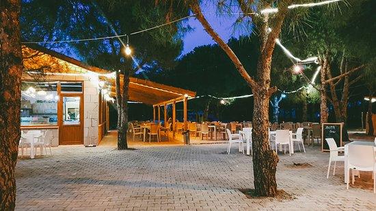 Lezzetli menüsü, sıcak tasarımı ve doğayla bütünleşik atmosferi ile tanıdığınız Ankara'daki Haydar Aliyev Parkı içerisindeki Buta Baku Cafe'nin artık Çanakkale, Ayvacık'ta da şubesi var. Üstelik Assos'a sadece 15 dakika uzaklıkta!
