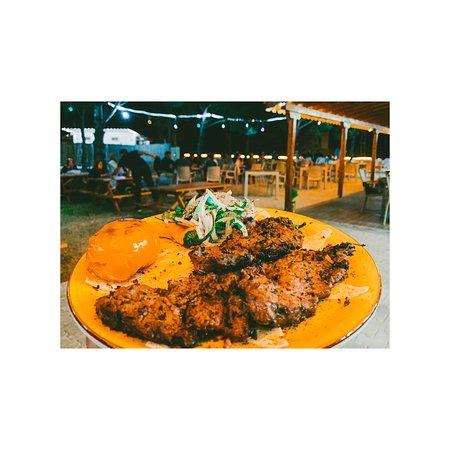 Taptaze sebzeler ve kaliteli etlerle hazırladığımız yemeklerimiz ile menümüz her geçen gün daha da zenginleşiyor! Bu lezzetleri tatmak için sizi Ayvacık, Korubaşı Köyü girişindeki Buta Tandır'a bekliyoruz!