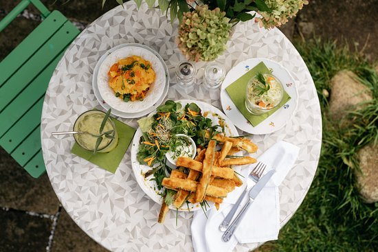 Enjoy our local cuisine in the romantic garden.