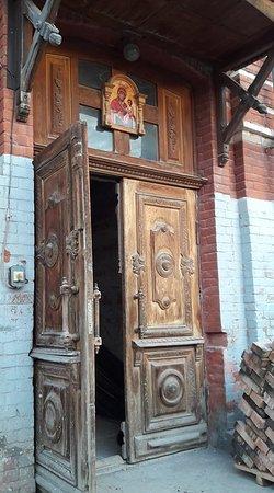 Дверь Церкви Иерусалимской иконы Божией Матери.