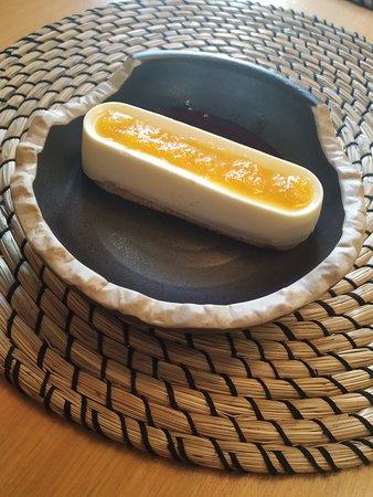 Cremoso de queso, mandarina, pasas, zanahoria y grosella negra.