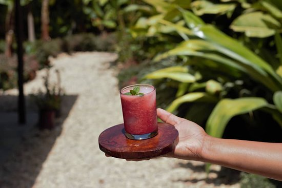 Aileu District, Øst-Timor: Welcome juice! You will receive this refreshing delight, accompanied by beautiful smiles from people who will love to receive you!
